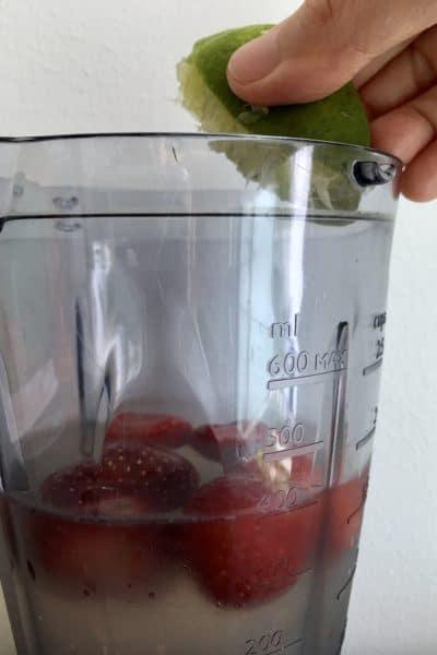 Haciendo bebida isotónica casera