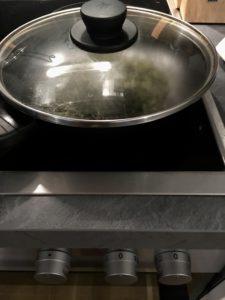 Hacer hojicha, té tostado