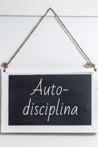 Pizarra con la palabra autodisciplina