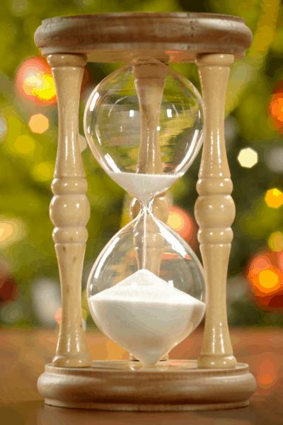 Reloj de arena con fondo festivo