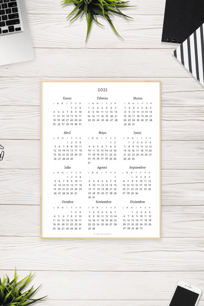 Calendario de 2021 en papel