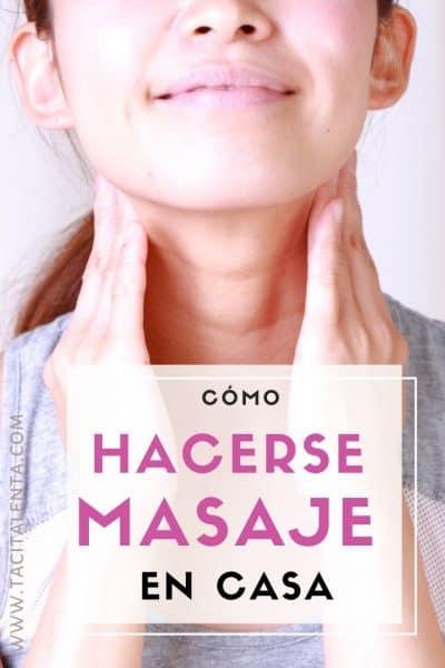 Mujer haciéndose masaje de cuello