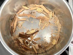 Especias chai tostadas