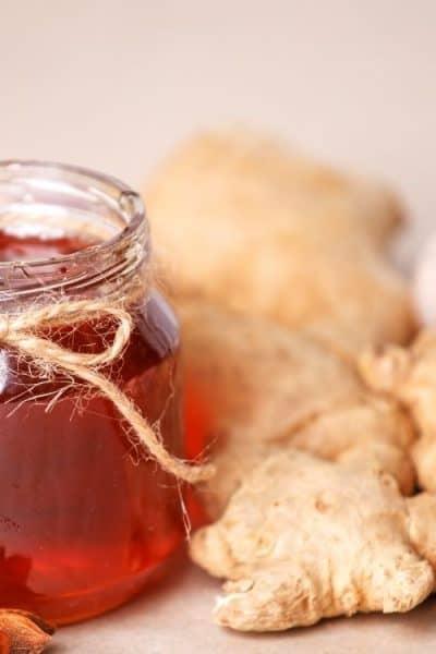 Bote de miel y jengibre fresco