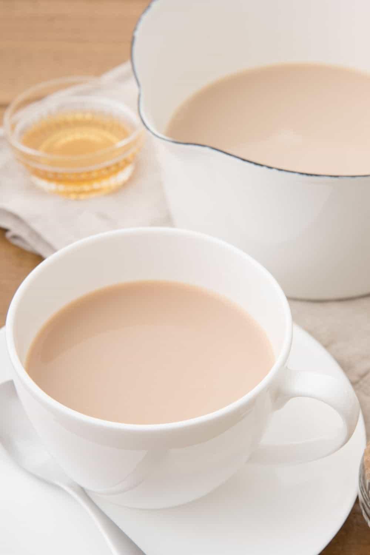Taza y tetera con Royal milk tea