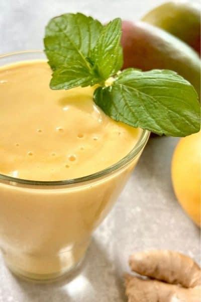 Lassi de mango con jengibre